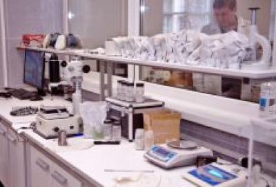 Образцы различных композиций активных минералов в лаборатории «Супротек»