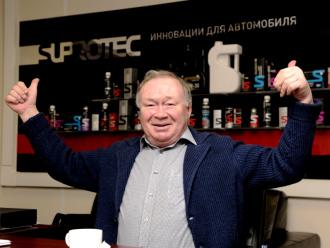 Актер Юрий Кузнецов пришел в гости в питерский офис «Супротек»