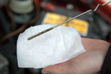 Масляный шуп - проверка уровня масла в двигателе