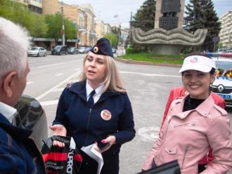 Полицейские вручили подарки от СУПРОТЕК в Волгограде